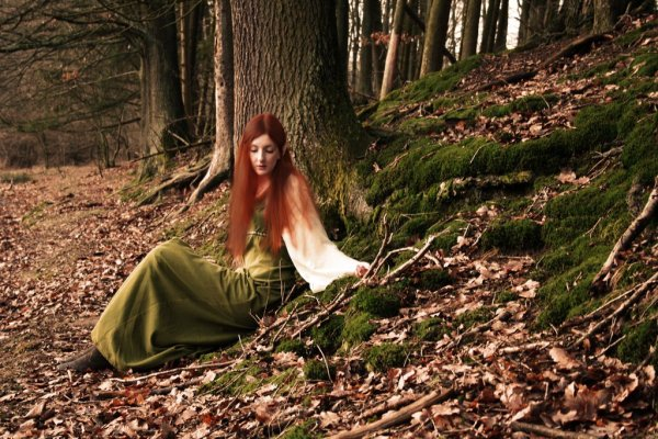 elf_witch_in_the_forest_by_lairfey