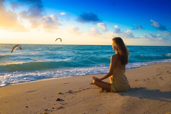 28835030-meditation beach