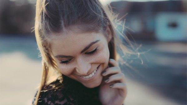 Beautiful lady smiling_HD