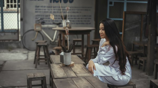 Girl_in_Picture_by_Hieu_Le_uhd
