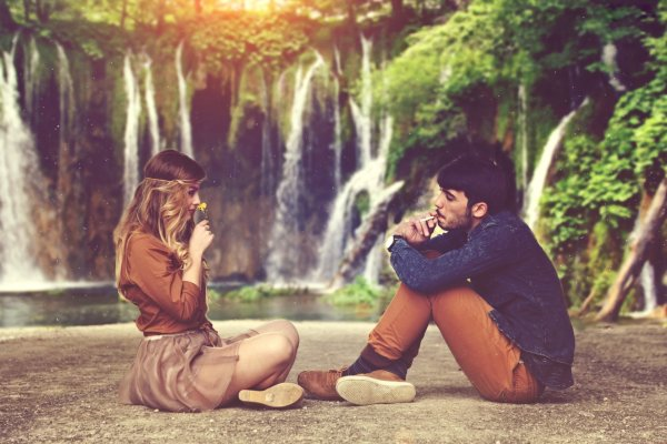 photographer-alessandro-di-cicco-photo-girl-guy-the-pair-men-a-woman-watch-each-other-waterfall-cigarette-flower