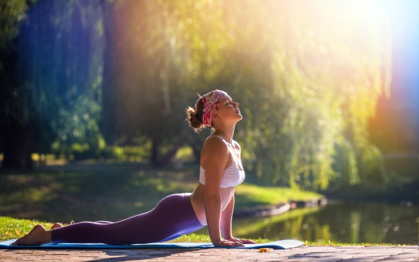 yoga-pose-at-sunlight_325