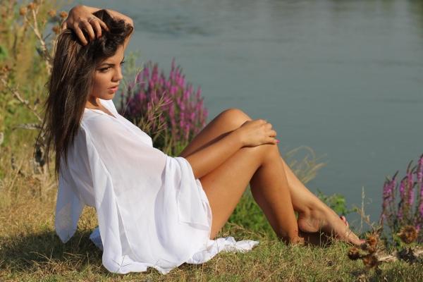 girl-lake-dress-white-160656