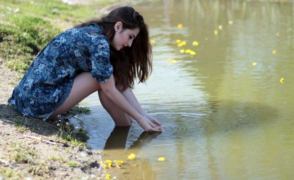 girl-water-flowers-beauty-160673